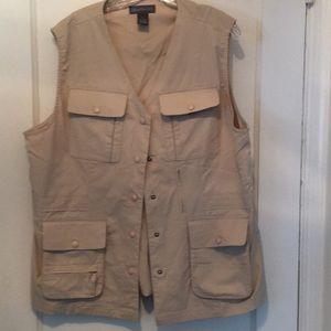 Magellan's Men's Lightweight Travel/Field Vest